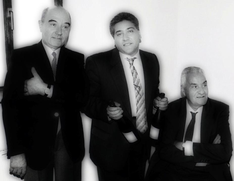 Matrimonio con vino. Giorgio Giorgetti (al centro, mille anni fa), ersonal chef, giornalista e sommelier in quel di Varese, Lombardia. Fra il suocero Alberto (a sinistra) e il padre Mario (a destra).