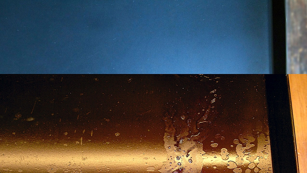 La bruciatura delle teglie di ferro blu